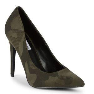 { Steve Madden } Camouflage Olena Heels